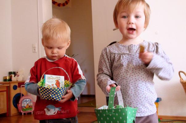 Ostereier suchen bei TiQ! Tagespflege Nicole Appel und Antje Storek, Kindertagespflege Tagesmutter Braunschweig Querum